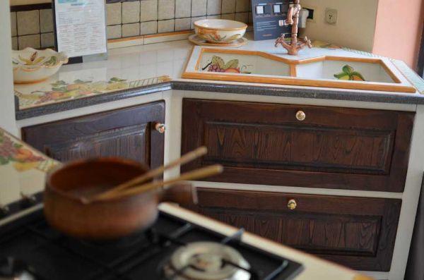 CU.CE.MUR., cucina in muratura realizzata su misura e personalizzata