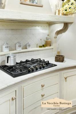 L'Artigiano Arredamenti, particolare del top curvo della cucina in muratura Clea