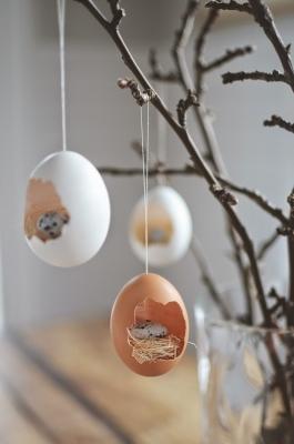 Lavoretti pasquali: un albero di Pasqua con nidi, da skonahem.com