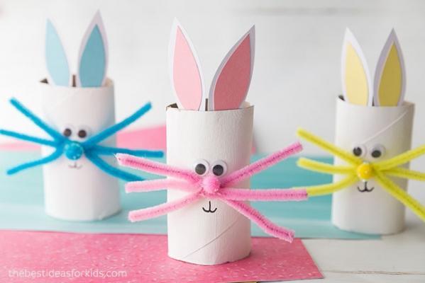Lavoretti di Pasqua: coniglietti con rotoli di carta igienica, da thebestideasforkids.com