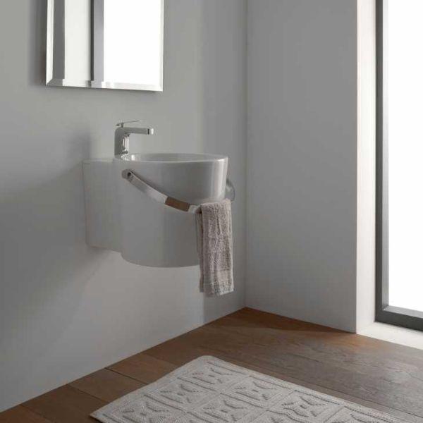 Bucket di Scarabeo Ceramiche è adatto agli spazi piccoli