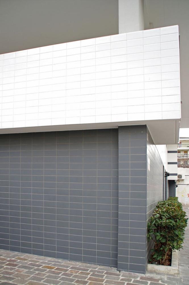 Rivestimento di una facciata esterna in piastrelle di klinker di Buchtal Italia