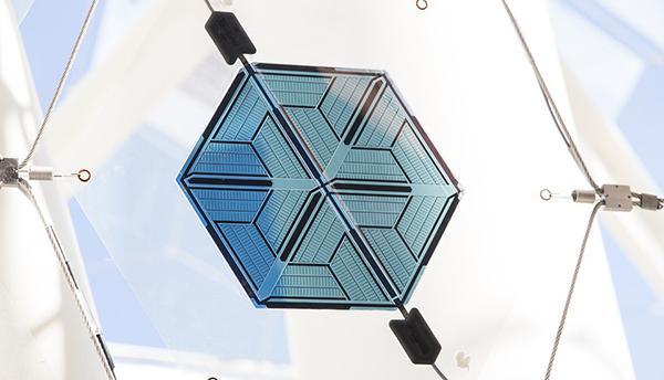 Cella fotovoltaica innovativa di forma esagonale
