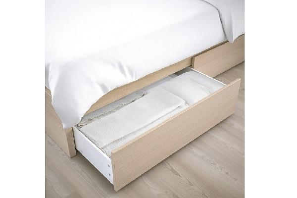 Dettaglio cassetto struttura letto Malm
