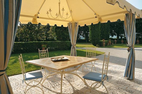 Tavolo in ferro battuto Impero con sedie Giuditta - design by Gaia