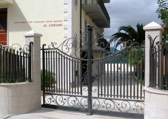Cancello in ferro battuto artigianale - Cipriani