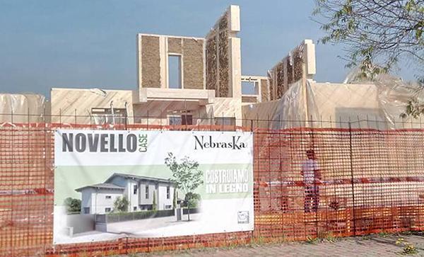 Costruzione di una casa in legno e paglia, by NovelloCase