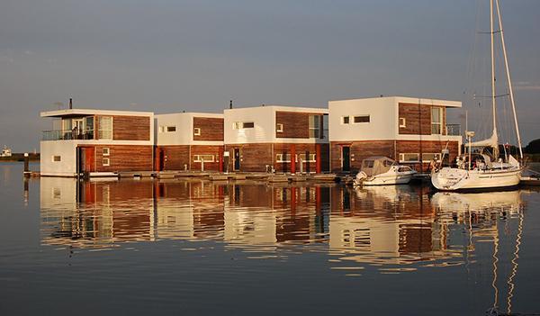 Case galleggianti moderne a Kroslin in Germania