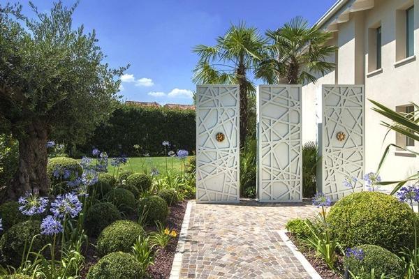 Giardino di design in cortile - Cherubini Vivaio del Garda