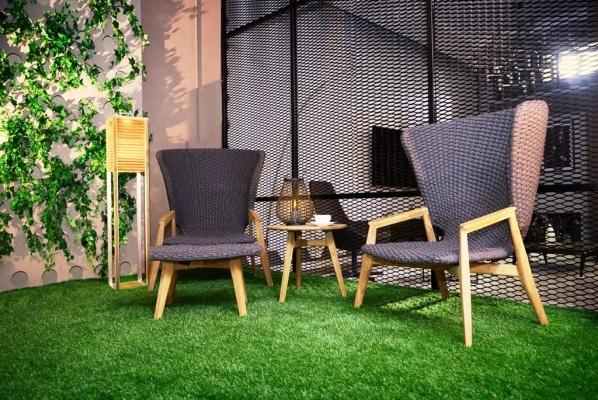 Giardino interno con erba sintetica- Officina del Verde