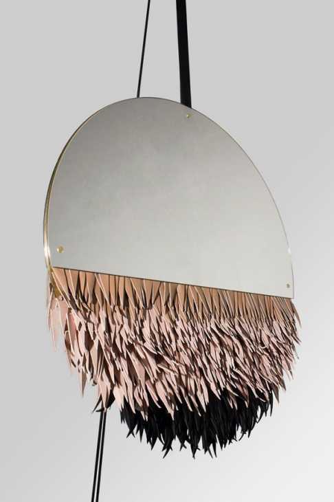 Lo specchio con frange Boudoir Fétiche di Savvas Laz