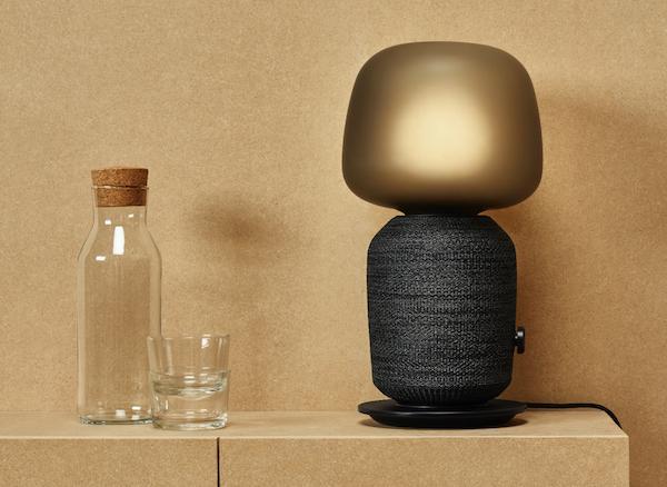 Lampada Symfonisk di colore nero - Design e foto di Ikea e Sonos