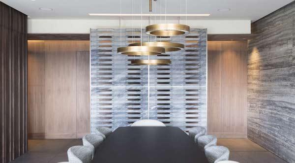 Divisorio in marmo Iride, collezione Diaframmi - Progetto e foto di Lithos Design
