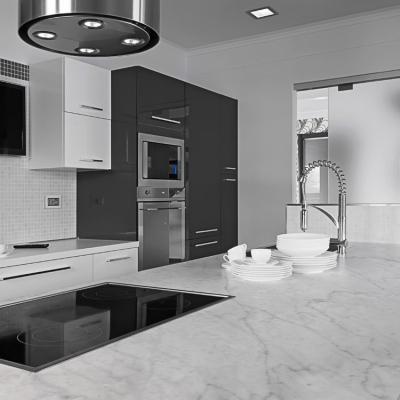 Top cucina realizzato in marmo bianco di Carrara - Design e foto di Edilmarmi