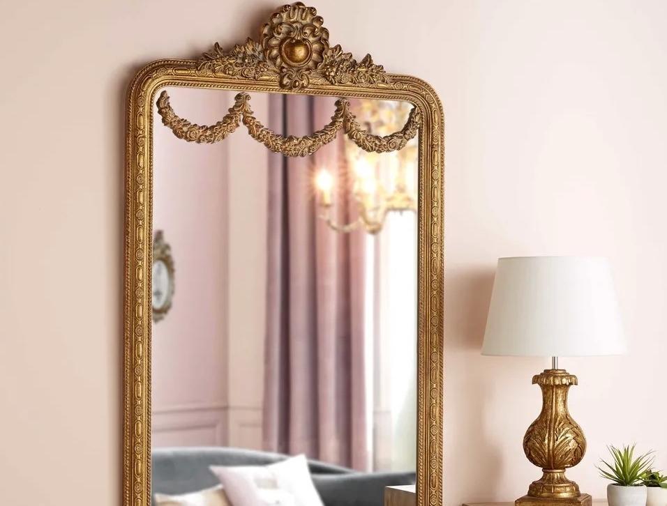 Lampada e specchiera in stile barocco con finiture color oro - Maisons du Monde