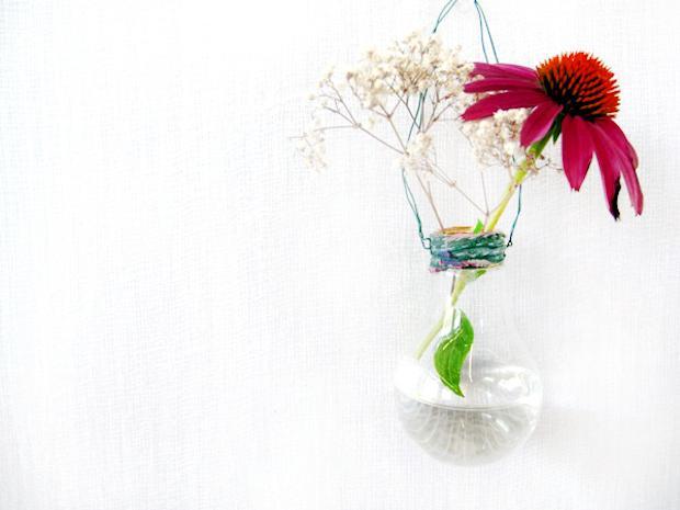 Vasi fai da te con le lampadine: risultato, da blog.freepeople.com