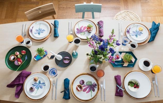 Piatti in porcellana feldspatica con decori floreali, da Villeroy & Boch