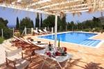 Piscina a sfioro con solarium - Piscine Sicilia