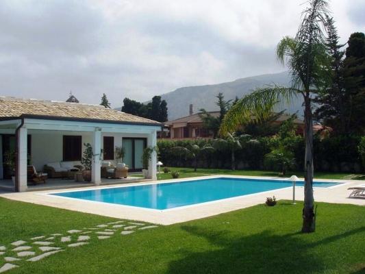 Piscina a sfioro rettangolare - Piscine Sicilia
