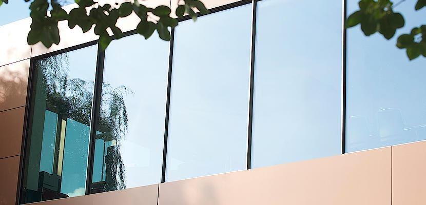 Facciata con finestre a nastro Minimal Windows® Keller