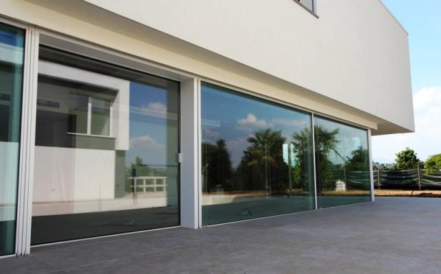 Pareti finestrate scorrevoli tutto vetro by Cetos