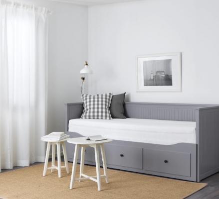 Divano letto con tre cassetti, da Ikea