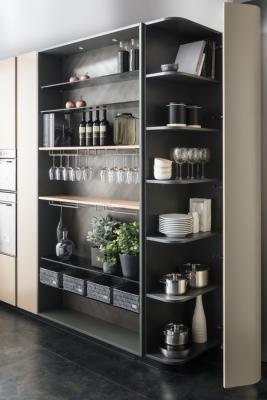 Le colonne armadio della cucina sagomata Andromeda Curvy, Floritelli Cucine