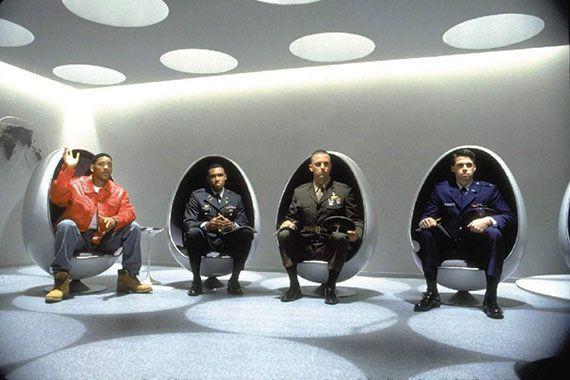 Arredi da set cinematografico - Ovalia Egg Chair - Men in black