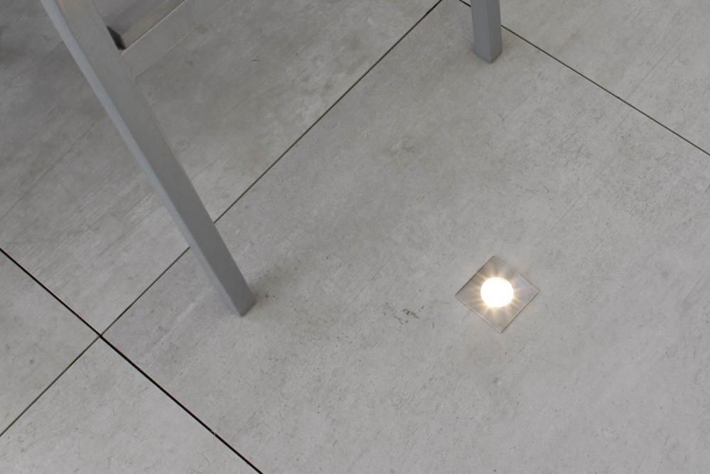 Particolare di un pavimento flottante da esterni di Nesite
