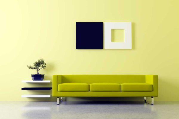 I divani dovrebbero essere lungo una parete e rivolti verso le finestre