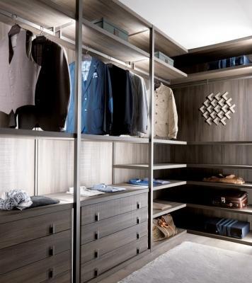 La cabina armadio con vari accessori ci permette di tenere tutto in ordine
