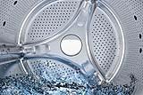 Effettuare periodicamente la pulizia della cestello della lavatrice