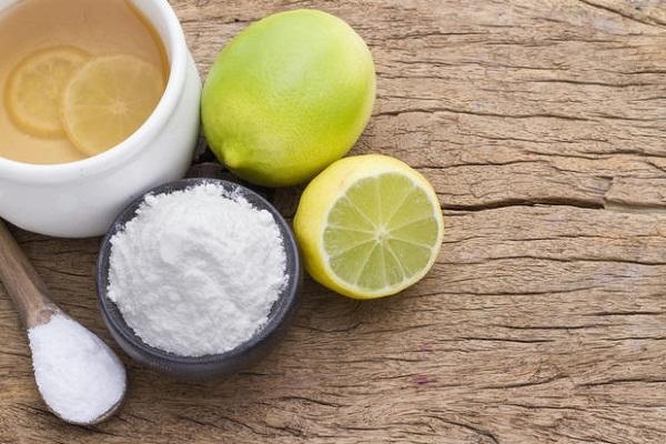 Pulizia della lavatrice limone e bicarbonato