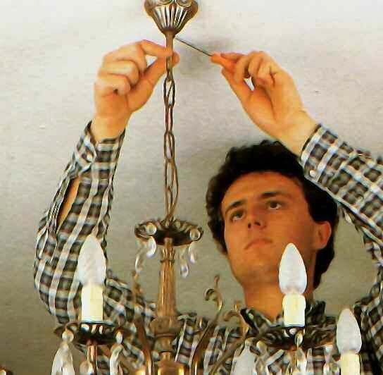 Come montare un lampadario sospeso