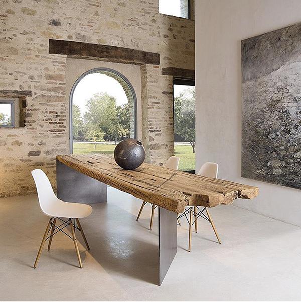 Mobili in legno grezzo: tavolo di Xlab design