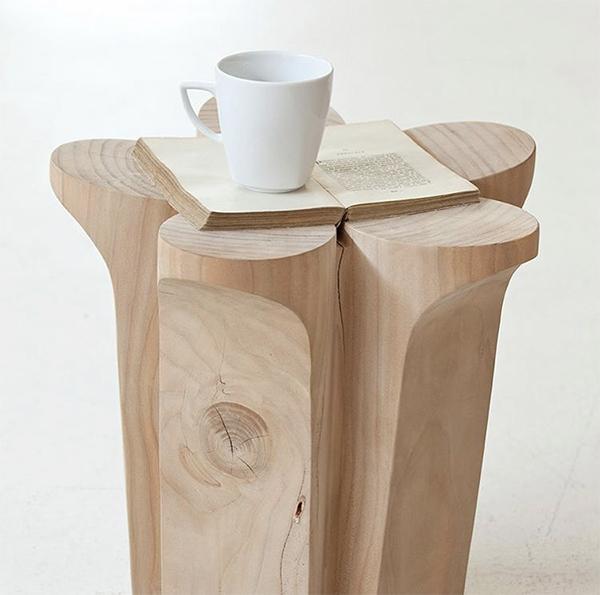 Fiore, tavolino in legno grezzo by Riva 1920