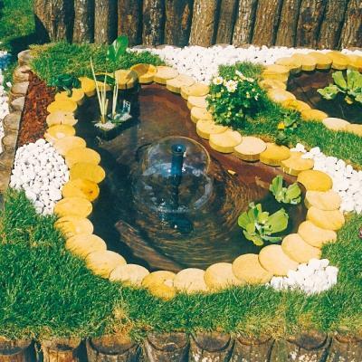 Piccolo laghetto ornamentale by Giardini d'Acqua