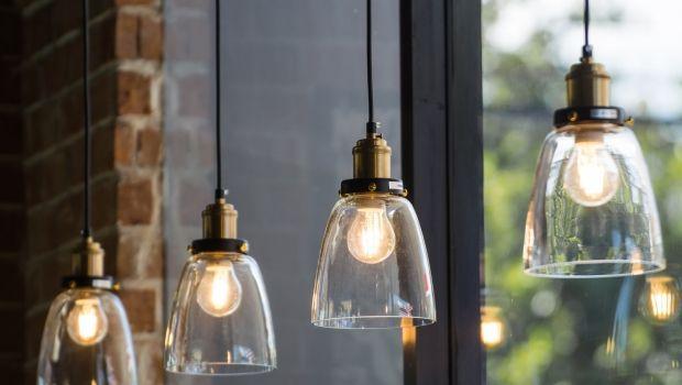 Lampade in vetro: idee per illuminare gli spazi con stile