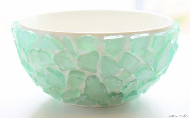 Decorazioni fai da te con pezzi di vetro levigato: vaso per le piante, da carolynshomework.com