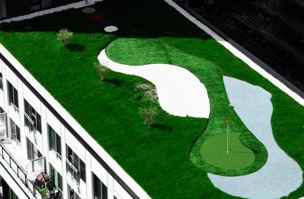 Idee per campo da minigolf: installazione su tetto