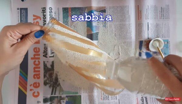 Realizzazione lampada con barattolo di vetro: copertura con sabbia - Progetto e foto di Vivi con Letizia