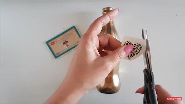 Decorare il vetro con pittura spray e tattoo temporanei - Progetto e foto di Vivi con Letizia