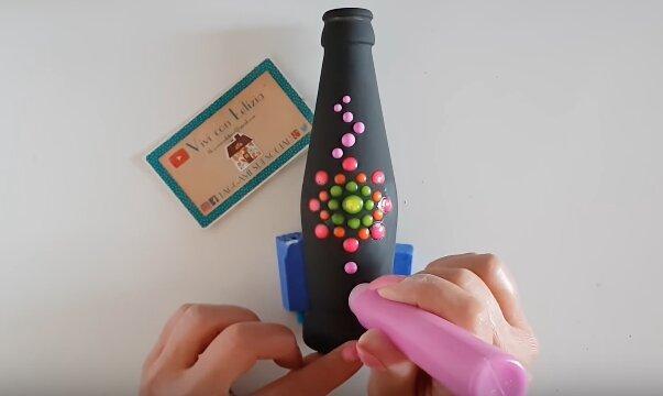 Bottiglia di vetro decorata a mano con chalk paint e pittura 3d - Progetto e foto di Vivi con Letizia