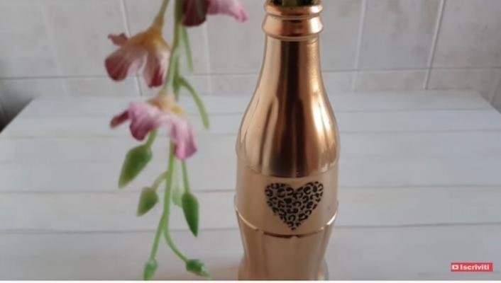 Trasformare una bottiglia di vetro in un elegante vaso per fiori - Vivi con Letizia