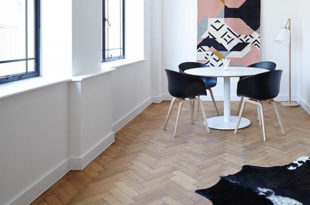 Zoccolino bianco in legno - Stile contemporaneo