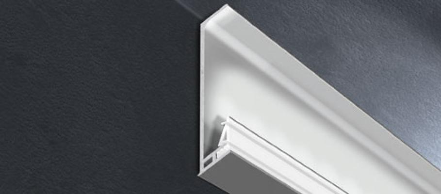 Battiscopa led applicato al soffitto, da Progress Profiles