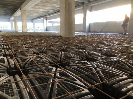 Vespaio su igloo pronto per il getto della soletta, by Project for Building