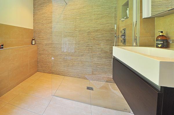Piatto doccia in corian di Moab 80 (minimalismo)