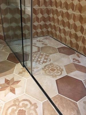 Box doccia con pedana Jolly P Rivestibile di Silverplat e una lastra in pietra
