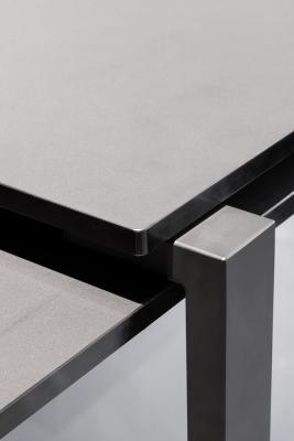 Cassina, tavolo da cucina in nanotech Fenix e vetro, design Jean Nouvel